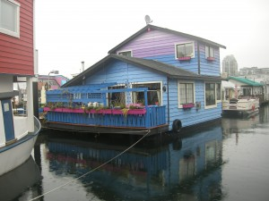 A unique floating house in Fisherman's Wharf. Love the colour!!